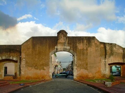 La Puerta de la Misericordia, denominada en principio Puerta de Santiago o Puerta Grande